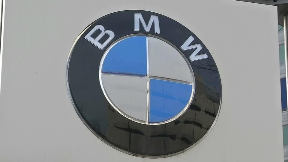 BMW plunges to Q2 loss