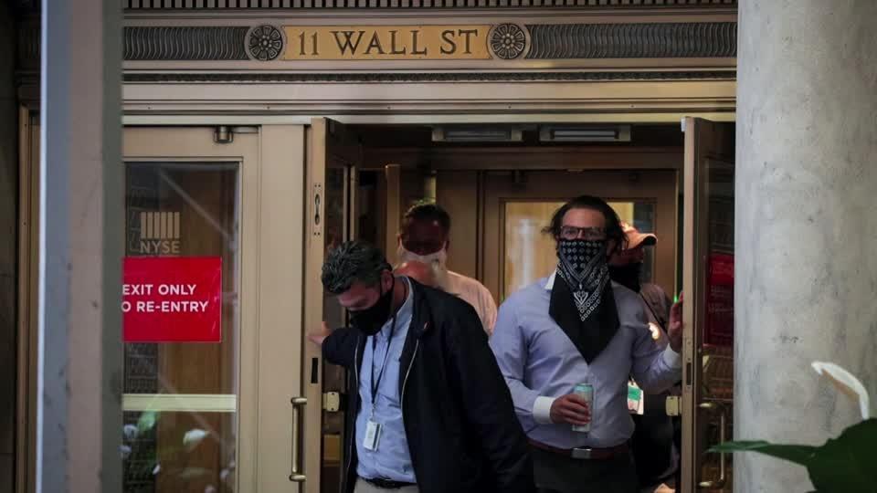 Wall St goes quiet ahead of presidential debate