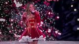 クリスマスの女王マライア・キャリー、特別番組でA・グランデらと共演(字幕・19日)