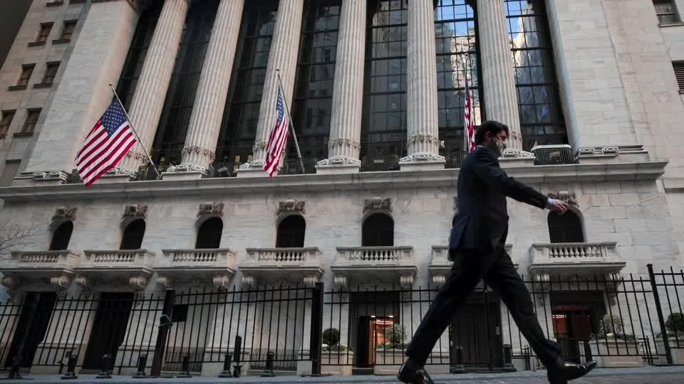 Slowing labor market recovery weighs on stocks