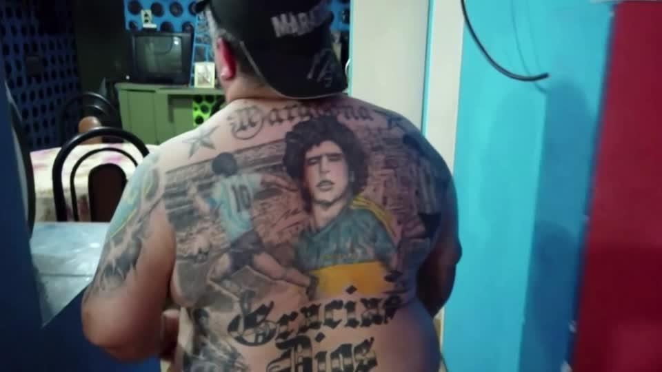 Argentines celebrate love for Maradona in ink