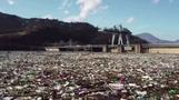 見渡す限りごみだらけの湖、水力発電施設が詰まる恐れ セルビア(字幕・7日)