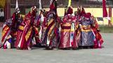 ブータンの僧侶、伝統的な踊り披露 悪霊払いの儀式(字幕・11日)