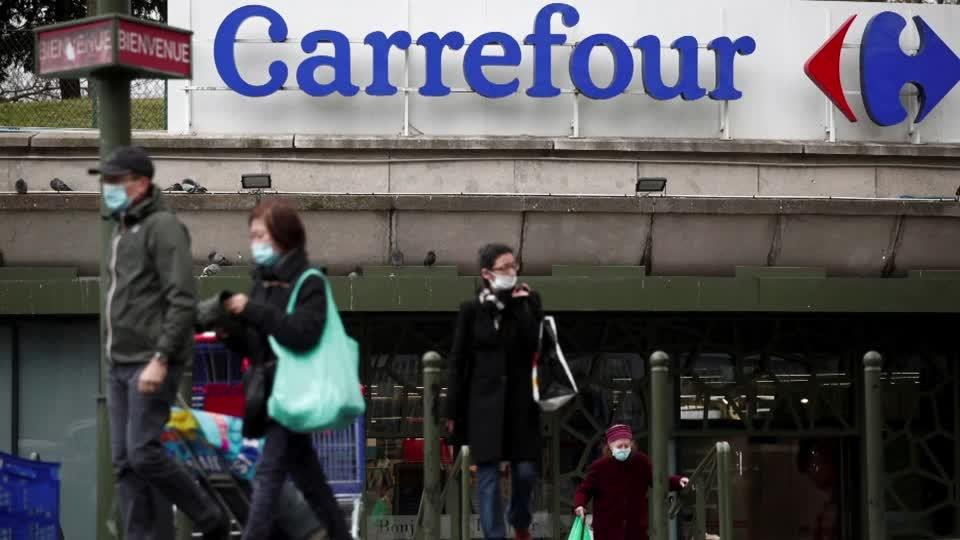 French minister opposes $20 bln Carrefour offer
