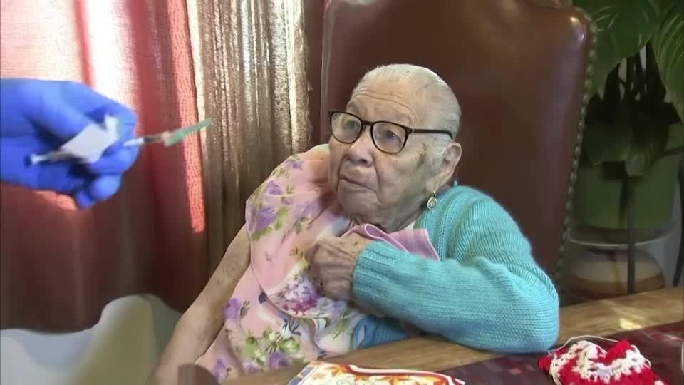Vaccination house call for 106-year-old LA resident