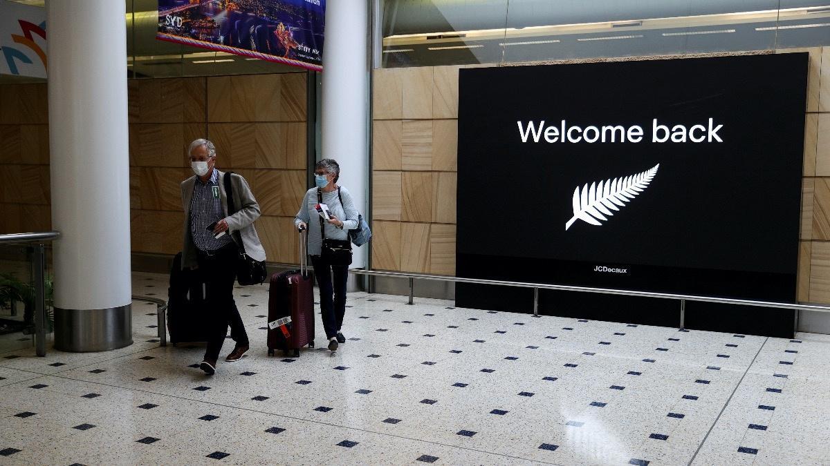 Australia refuses to reopen border until mid-2022