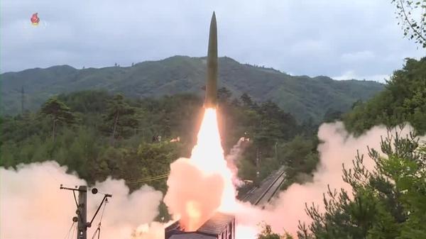 北朝鮮が飛翔体1発を発射、弾道ミサイルの可能性も(字幕・28日)