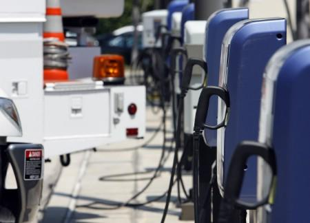 A row of electric vehicle charging stations is photographed before a news conference at Southern California Edison utilitys headquarters in Rosemead, California, July 9, 2007. Ford and utility Southern California Edison announced a multimillion-dollar alliance to put 20 prototype Ford plug-in hybrid cars on California roads within two years. REUTERS/Mario Anzuoni (UNITED STATES)