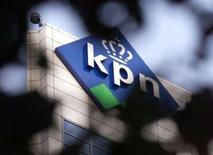 <p>La banque espagnole Bankinter annonce qu'un partenariat de service financier sur téléphone mobile via un accord avec l'opérateur néerlandais KPN utilisera le réseau d'Orange, filiale de France Télécom. /Photo d'archives/REUTERS/Vincent Boon</p>