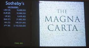 <p>La Magna Carta venduta da Sotheby's. REUTERS/Chip East</p>
