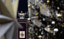 <p>Il Papa durante la celebrazione della messa di Santo Stefano in Piazza San Pietro. REUTERS/Alessandro Bianchi</p>