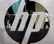 <p>Hewlett-Packard annonce qu'il prévoit de réduire de 25% la quantité d'énergie consommée par ses ordinateurs de bureau et ses portables à l'horizon 2010. /Photo d'archives/REUTERS/Paul Yeung</p>