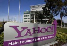 <p>Il logo di Yahoo! davanti alla sede della società a Sunnyvale, California. REUTERS/Kimberly White</p>