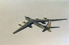 <p>Российский бомбардировщик Ту-95, сфотографированный ВВС Норвегии 17 августа 2007 года. Япония выразила протест РФ после того как, по данным японской стороны, российский военный самолет вторгся в воздушное пространство страны, сообщил МИД Японии в субботу. (REUTERS/331/332-SQUADRON/Scanpix)</p>