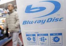 <p>Il logo del Blu-ray in un negozio di elettronica di Tokyo. REUTERS/Issei Kato (JAPAN)</p>