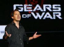 """<p>Uno dei capi designer di Epic Games parla di """"Gears of War"""" durante il briefing di E3 di Microsoft a Santa Monica nel luglio 2007. REUTERS/Gus Ruelas (UNITED STATES)</p>"""