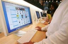 <p>Il Music Store Apple iTunes di Apple. REUTERS/Kiyoshi Ota/Files</p>