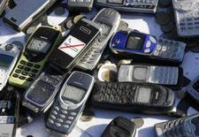 <p>Telefoni cellulari non funzionanti. REUTERS/Ina Fassbender (GERMANY)</p>