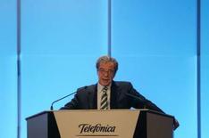 <p>Cesar Alierta, président de Telefonica. Le quatrième groupe mondial de télécommunications a dépassé les attentes des analystes financiers, publiant pour l'année 2007 un bénéfice net en hausse de 42,9%, à 8,91 milliards d'euros pour l'année 2007. /Photo d'archives/REUTERS/Sergio Perez</p>