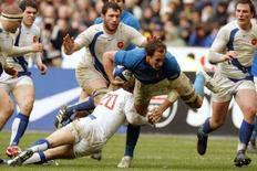 <p>Un momento della partita di rugby Francia-Italia, vinta dai transalpini per 25 a 13. REUTERS/Benoit Tessier (FRANCE)</p>