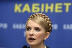<p>Премьер-министр Украины Юлия Тимошенко выступает на пресс-конференции в Киеве. 5 марта 2008 года. Правительство Украины поручило госкомпании Нафтогаз при подписании с российским газовым монополистом Газпром контракта о поставках газа на 2008 год учесть высказанные на заседании в среду замечания, в частности предусмотреть исключение посредника Росукрэнерго из схемы поставок топлива на Украину, сообщила глава правительства Юлия Тимошенко. (REUTERS/Stringer)</p>
