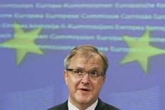 <p>Комиссар по расширению ЕС Олли Рен выступает на пресс-конференции в Брюсселе, 5 марта 2008 года. Министры иностранных дел стран-членов Евросоюза и Сербия нарушили взаимное молчание в субботу, начав первые переговоры с тех пор как большинство стран ЕС признали независимость Косово.REUTERS/Francois Lenoir</p>