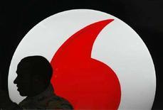 <p>Il logo di Vodafone. REUTERS/Marcelo del Pozo (SPAIN)</p>