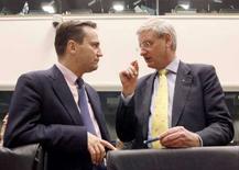 <p>Министры иностранных дел Польши и Швеции Радослав Сикорский (слева) и Карл Билдт на саммите в Люксембурге, 29 апреля 2008 года. Государствам Европейского союза не удалось договориться о мандате на проведение переговоров о заключении нового соглашения о сотрудничестве с Россией, сообщил министр иностранных дел Люксембурга Жан Ассельборн. (REUTERS/Sebastien Pirlet)</p>