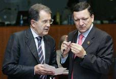 <p>Il presidente del Consiglio uscente Romano Prodi (a sinistra) col presidente della Commissione Europea José Manuel Barroso. REUTERS/Thierry Roge (BELGIUM)</p>