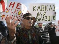 """<p>Акция протеста напротив российского посольства в Тбилиси, 7 мая 2008 года. Россия должна """"отступить"""" в усиливающемся противостоянии с Грузией по поводу отколовшегося от последней региона Абхазии, заявил советник Белого дома по национальной безопасности Стивен Хадли, добавив, что не ждет перемен во внешней политике Кремля, в котором сменился обитатель. (REUTERS/David Mdzinarishvili)</p>"""