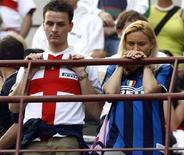 <p>Tifosi interisti delusi sugli spalti di San Siro, dopo il pareggio interno per 2-2 di domenica scorsa fra i nerazzurri e il Siena. REUTERS/Stefano Rellandini (ITALY)</p>