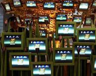 <p>Alcuni schermi piatti. REUTERS</p>