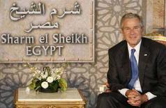 """<p>Президент США Джордж Буш (справа) в Шарм-эш-Шейхе 18 мая 2008 года. Президент США Джордж Буш призвал лидеров арабских государств противостоять так называемым """"ядерным амбициям Ирана"""". (REUTERS/Ammar Awad)</p>"""
