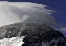 <p>La cima dell'Everest. REUTERS/David Gray (CHINA)</p>