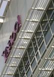 """<p>Selon le directeur général de Yahoo, Jerry Yang, Microsoft n'est plus intéressé par une acquisition du groupe, même s'il estime qu'une éventuelle fusion avec Microsoft aurait présenté un """"potentiel énorme"""". /Photo prise le 5 mai 2008/REUTERS/Robert Galbraith</p>"""