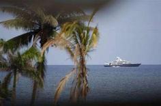 <p>Uno yacht di lusso al largo delle coste della Giamaica. REUTERS/Jason Reed</p>