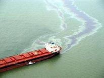 """<p>La nave greca """"Syros"""" dopo la collisione. REUTERS/Handout/Uruguayan Navy (URUGUAY)</p>"""