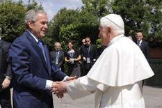 <p>Il presidente Usa George W. Bush nell'incontro di oggi con il Papa. REUTERS</p>