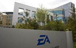 <p>Selon un responsable d'Electronic Arts, les jeux vidéos en ligne devraient représenter 60% du chiffre d'affaires de l'éditeur américain en Asie d'ici cinq ans, contre 10 à 15% cette année. /Photo prise le 7 mai 2008/REUTERS/Andy Clark</p>