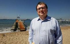 """<p>Robert Lerwill, directeur général d'Aegis, présent à Cannes pour le festival publicitaire """"Cannes Lions"""". Le groupe britannique prévoit que sa branche de communication et marketing réalise la majeure partie de son chiffre d'affaires sur le marché en pleine expansion de la publicité numérique d'ici à cinq ans. /Photo prise le 18 mai 2008/REUTERS/Eric Gaillard</p>"""