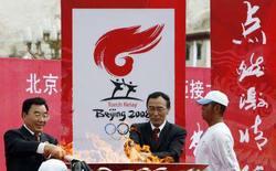 <p>La cerimonia olimpica a Lhasa. REUTERS/Nir Elias (CHINA) (BEIJING OLYMPICS 2008 PREVIEW)</p>