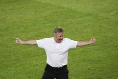 <p>La gioia del ct della nazionale russa, l'olandese Guus Hiddink. REUTERS/Pascal Lauener (SWITZERLAND) MOBILE OUT. EDITORIAL USE ONLY</p>