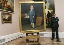 <p>Картина Франсиско Гойи в музее Prado в Мадриде 18 декабря 2006 года. Три эскиза испанского живописца Франсиско Гойи, считавшиеся пропавшими более 130 лет, были проданы на аукционе Christie's в Лондоне во вторник за четыре миллиона фунтов стерлингов ($7,9 миллиона), в два раза превысив предпродажные оценки. (REUTERS/Susana Vera)</p>