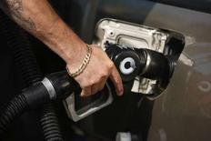 <p>Une maison de passe du Nevada offre à ses clients des coupons de réduction dans les stations-service pour soutenir son activité en dépit de la hausse des prix des carburants. /Photo d'archives/REUTERS/Lucy Nicholson</p>