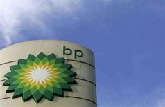 <p>Логотип BP на заправочной станции в Лондоне 4 февраля 2008 года. BP приносит на российский рынок прозрачность и новые технологии, заявил в среду влиятельный вице-премьер правительства Игорь Сечин, чьи слова прозвучали как неожиданная поддержка гиганта мировой энергетики, ведущего битву с российскими миллиардерами-партнерами по ТНК-BP. (REUTERS/Luke MacGregor)</p>