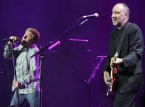 <p>Roger Daltrey e Pete Townshend durante un live al Madison Square Garden di New York. REUTERS/Albert Ferreira</p>