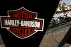 <p>Stemma Harley-Davidson al 16esimo European Annual Harley Owners Group Rally a Fuengirola, Spagna, nel giugno 2007. REUTERS Jon Nazca (Spagna)</p>