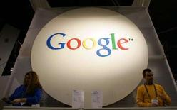 <p>Google annonce une hausse de 35% de son bénéfice net trimestriel, un résultat néanmoins inférieur aux attentes de Wall Street, sanctionné par un net recul de son action dans les transactions hors séance. /Photo d'archives/REUTERS/Rick Wilking</p>