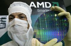 <p>Advanced Micro Devices (AMD) publie sa septième perte nette trimestrielle consécutive, un résultat inférieur aux attentes qui confirme que le fabricant de semi-conducteurs peine à reprendre des parts de marché à son éternel rival Intel. /Photo d'archives/REUTERS/Fabrizio Bensch</p>