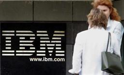 <p>IBM projette de racheter le français Ilog, fournisseur de composants de logiciels d'entreprise, pour 10 euros par action ordinaire et ADS (American Depositary Share) en numéraire, ce qui représente une opération de 215 millions d'euros. /Photo d'archives/REUTERS/Philippe Wojazer</p>